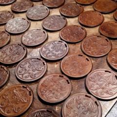 Anarcsi hajfonatkorongos díszítéssel készített érmék