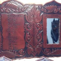 Egyedi, faragott motívumokkal díszített tükrös