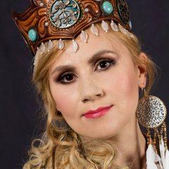 Egyedi,gazdagon díszített,ékköves párta, Kovács Nóri énekesnő részére