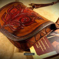 Gazdagon vésett,népi motívumokkal díszített egyedi Női táska