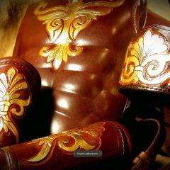 Római stílusú testpáncélzat,aranyozott díszítésekkel