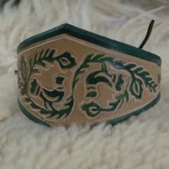 Festett,faragott karkötő,Zöld Gerlicékkel