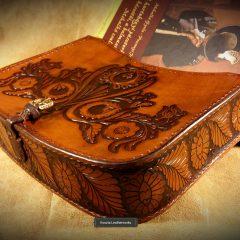 Gazdagon vésett,Népi motívumokkal díszített Női táska