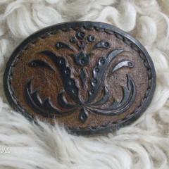 Fekete-barna hajcsat,Pásztorvirággal