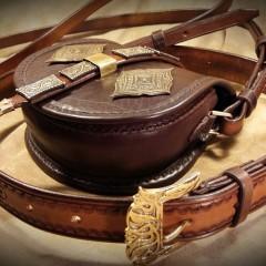 Veretes női táska, vállpánttal és övvel